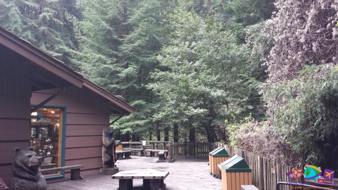Café do parque e mesas externas