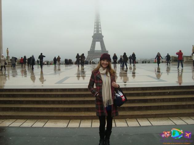 Torre Eiffel com pouca visibilidade
